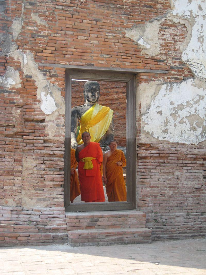 Ayutthaya monks